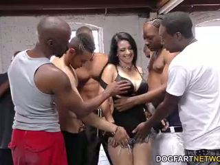 Katrina jade sucks 多くの ブラック cocks