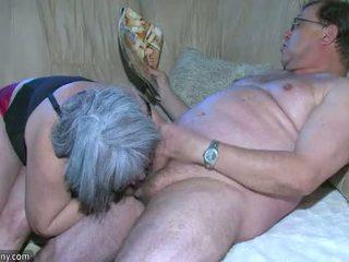 Oldnanny buclatý babičky je velmi nadržený velký trojice