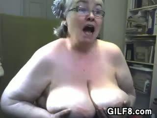 Tłusta babcia z duży piersi