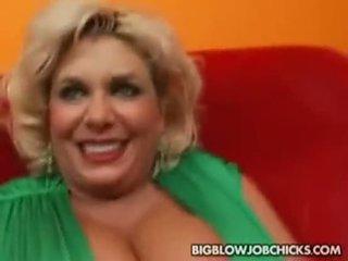 ענק פטמות claudia marie paid ל למצוץ זין