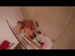 Saskia Squirts Showers Herself Clean of Custard: Porn 2d