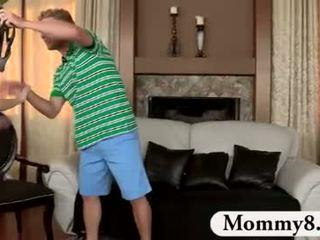 Mqmf madrastra catches adolescentes joder en su sillón