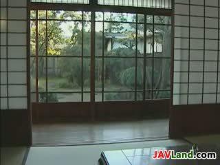 Jung japanisch hausdienerin und sie alt boss