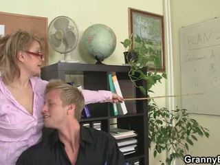 nominale grootmoeder gepost, plezier oma seks, volwassen actie