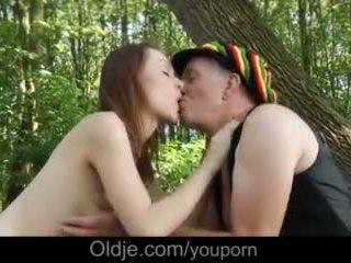 Hippie ukki stuffing vanha kukko sisään teinit tyttö pillua metsä helvetin video-