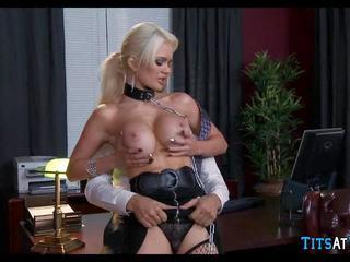 Collared bionda sesso giocattolo a lavoro, gratis hd porno ec