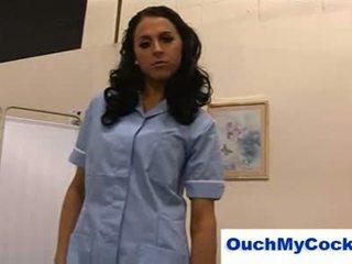 Неприятен медицинска сестра louise jenson gives пациент а harsh ръчна работа