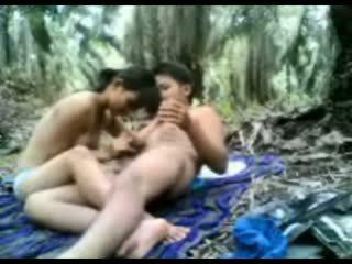 Indonesiano giovanissima scopata in il giungla