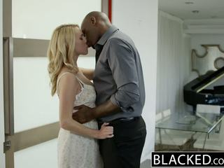 Blacked 熱 金發 女孩 cadenca lux pays 離 boyfriends debt 由 他媽的 bbc
