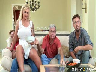 Mama vitrega milf seduces ei stepson cu lui tata dreapta acolo