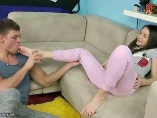 Bela jovem grávida takes enorme caralho em dela cu