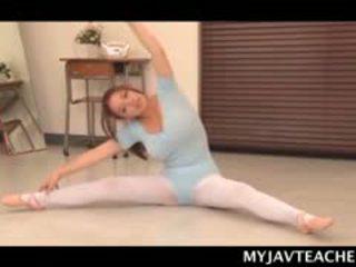 Superb aasia baleriin tegemine tema students kiimas juures kool