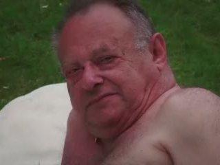 Έφηβος/η αφέντρα masturbates ενώ γαμήσι γριά κεράτωμα guy takes σφηνάκι χύσι βίντεο
