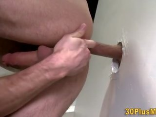 Muscled gloryhole hunks