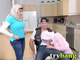 Arab mia khalifa & juliana vega stiefmoeder 3way
