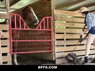 Bffs - quente país meninas partilhar um caralho