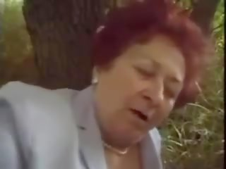 Old Horny Granny: Free Hairy Porn Video 7c