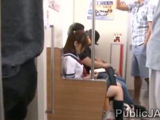 Bunch na vyzreté pervs bang japonské školáčka na electric vlak