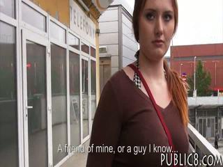 巨大 胸部 捷克语 女孩 性交 在 总线 停止 为 一些 金钱