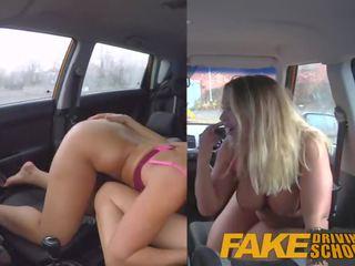 Fake driving trường học đồng tính nữ giới tính với nóng úc bé và busty mẹ tôi đã muốn fuck