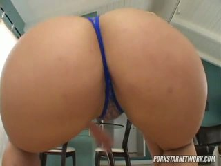 大 breaster georgia peach shows 离 她的 apple bottom