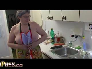 Granny masturbate hairy pussy use dildo and cucumb