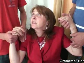 Nakal perempuan tua takes two rods