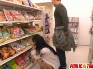 Sora aoi in forte doggy cazzo a negozio