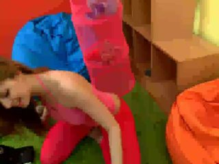 Spunky bee dildoing alat kemaluan wanita