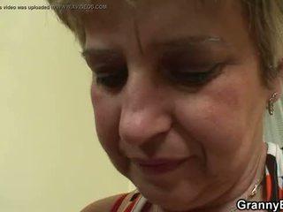 heet grootmoeder klem, oma actie, vol volwassen