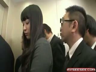 Zelo seksi in vroče japonsko punca jebemti video
