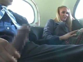 Dandy 171 loiro estudante rapariga vestida gajo nu diversão em autocarro 1