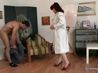 Ea enjoys calarind lui tineri penis