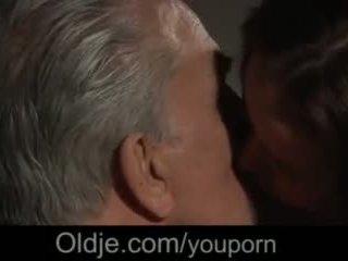 Молодий немовлята трахання сюрприз для старий men в the mansion з жорсткий cumshots відео