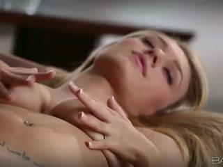 Tempting blondinė natalia starr pleasuring