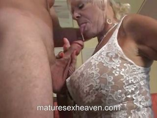 Gammal lady does henne granne, fria den swinging grannyen högupplöst porr