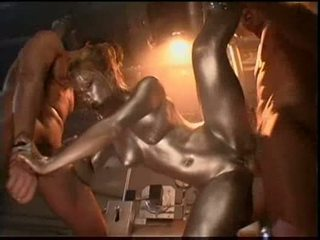 Audrey hollander είναι ένα silver painted robot γαμήσι ο 2 guy