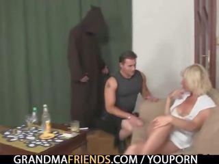 Гаряча секс утрьох трахання з старий бабуся