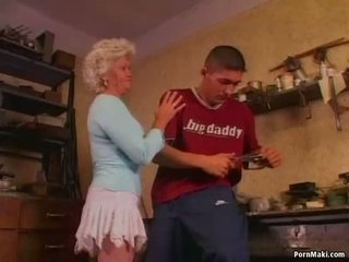 Karštas močiutė effie loves analinis