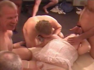 Gorgeous Ohio Cumslut in Amateur Bukkake Party: Porn b5