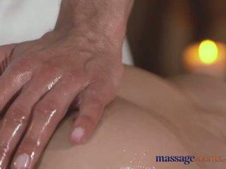 Massasje rooms hot stram tenåring med pert bryster gets hardcore behandling