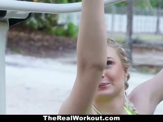 Fitness vlogger knullet av camera crew