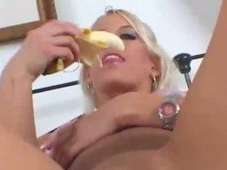 Snäva tonårs gets bananen i fittor och hård kuk i anala