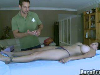 Delightful dhe sexy masazh