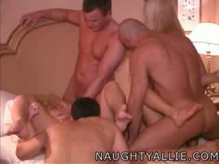enorme tieten, echt titty neuken scène, meer vid2c thumbnail
