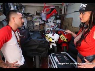 Angelina castro takes cumload në bike garage!