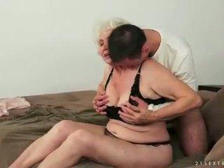 Trẻ đàn ông loves busty chất béo tóc rậm bà nội