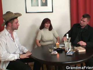 Бабичка double penetration след card игра