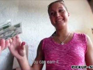 Amateur europees chick agata banged voor een chunk van cash