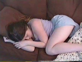 Възбуден приятелка gets възбуден докато тя sleeps